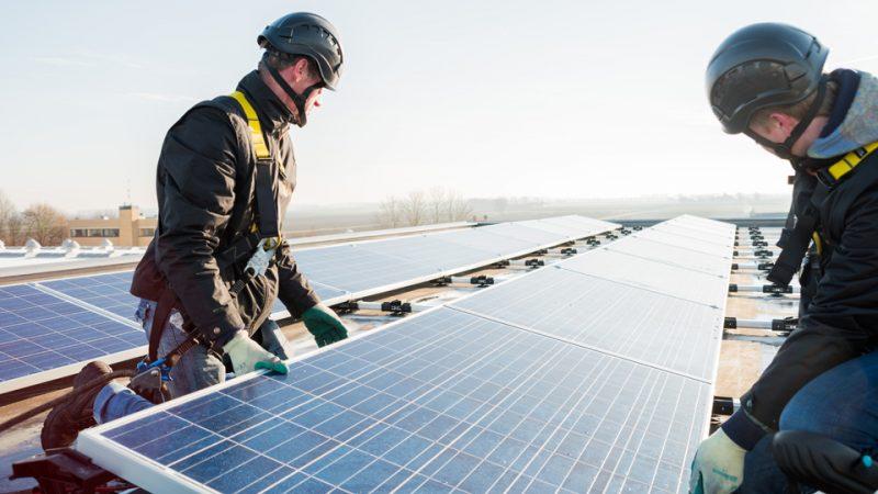 Lagere elektriciteitsnota met Postcoderoos-Energiecooperatie-Schoondijke-EnergieAnders