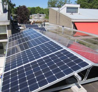 EnergieAnders installeert zonnepanelen bij particulieren en zakelijke klanten