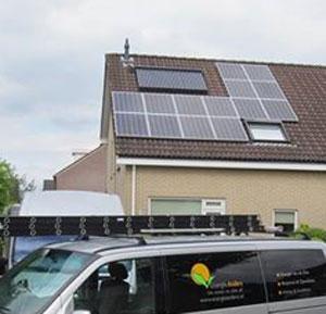 EnergieAnders zonnekeur-installateur maakt hier een combinatie van zonne-warmte en zonnepanelen.